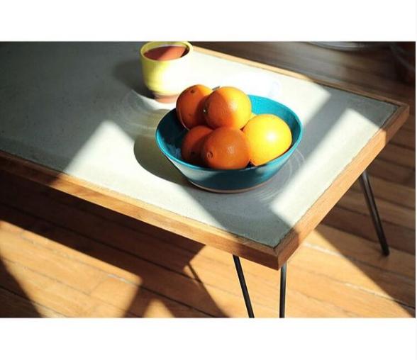 orange sur une table en marbre