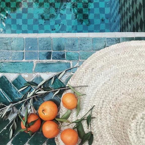 Orange et piscine